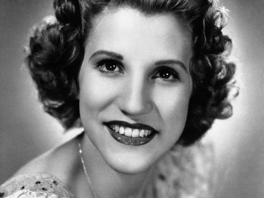Patty Andrews headshot